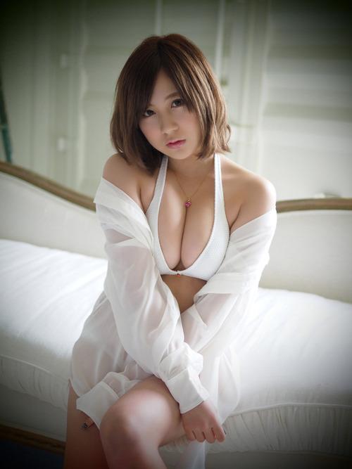 小野恵令奈のセクシーショット